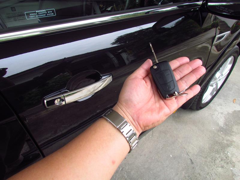 2012_Chevrolet_Captiva_2000_VCDi_interior_01.jpg